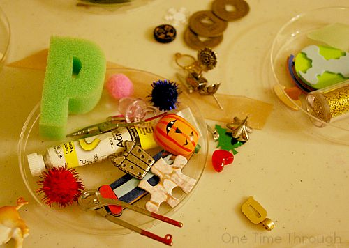 Objects for Phonics Discovery Dishes