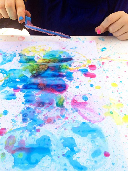 2-ingredient-Bubble-Blower-Painting